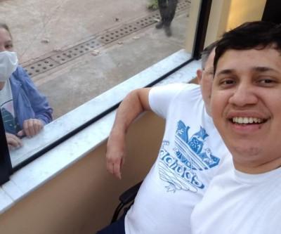 Boliviano se isola por 4 meses em hospital para cuidar de paciente brasileiro