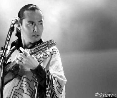 Makoto Shishido charanguista dos Kjarkas