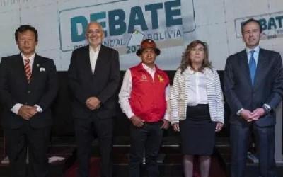 Debate: Cinco candidatos confrontaram propostas, enquanto Arce e Camacho não compareceram