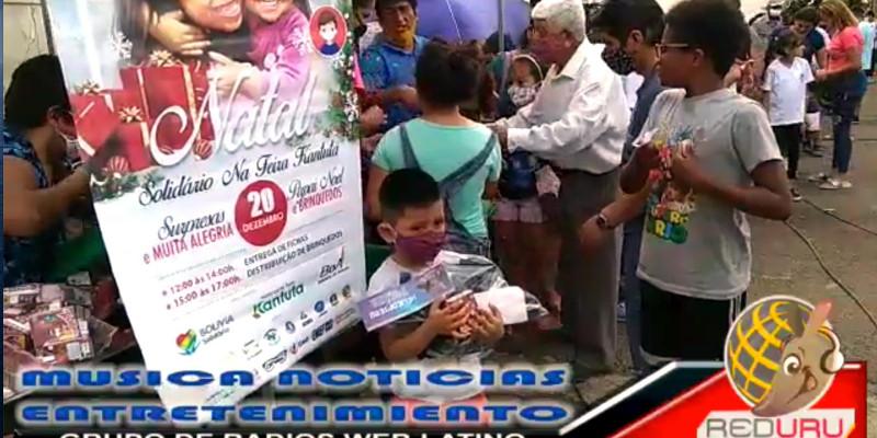 Crianças imigrantes festejam o Natal na Feira Kantuta em SP