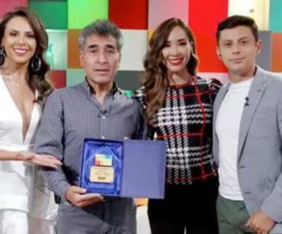 Orlando Andia, vocalista da agrupação Llajtaymanta, Artista de Ouro da Revista de UNITEL